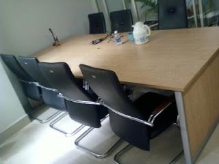 Làm thế nào để sắm sửa bàn ghế văn phòng một cách thông minh nhất